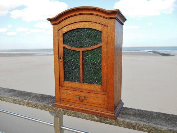 Antieke wand kast  badkamer kast met groene door SecretsOfThePast2
