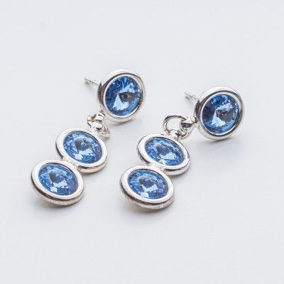 Swarovski Rivoli Earrings 6/6/6mm Light Sapphire  Dimensions: length: 3,2cm stone size: 6mm Weight ( silver) ~ 3,30g ( 1 pair ) Weight ( silver + stones) ~ 3,95g Metal : sterling silver ( AG-925) Stones: Swarovski Elements 1122 SS29 ( 6mm ) Colour: Light Sapphire 1 package = 1 pair  Price 9 EUR