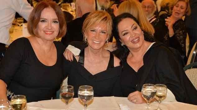 24. Uluslararası Sanat Fuarları Onur Ödülleri gecesine, Müjde Ar, Filiz Akın ve Türkan Şoray birlikte katıldı.