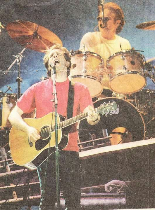"""Glenn Frey and Don Henley, Eagles perform """"New Kid In Town """" on Hell Freezes Over Tour"""