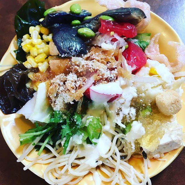 ブロンコビリーのサラダ食べ放題🥗 🍅めっちゃ美味しい🍅 #ブロンコビリー  #サラダ  #サラダボウル  #食べ放題 #食べ放題最高  #食べ放題大好き  #食べ放題なのに  #肉 #ハンバーグ  #トマト