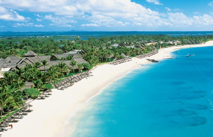 The beautiful beach of Belle Mare Plage...
