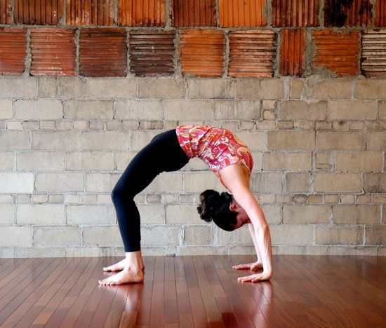 8 yoga poses to get rid of back boobs and love handles.
