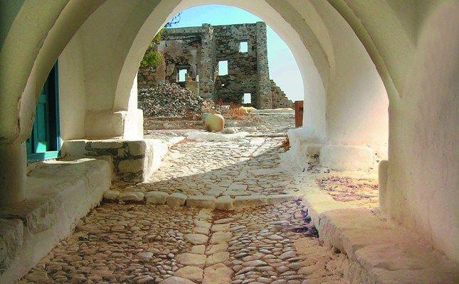 Χώρα, η είσοδος του βενετσιάνικου κάστρου! http://diakopes.in.gr/trip-ideas/article/?aid=209772 #travel #greece #island #astypalaia