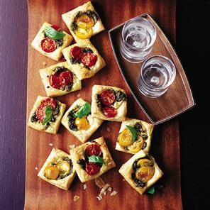 Pastry squares with goat's cheese, pesto and tomato recipe