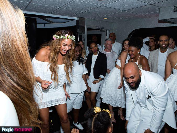Beyoncé playing with Blue Ivy at Tina and Richard Lawson's wedding