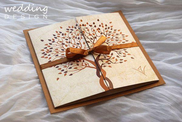 eskuvoi_meghivo_fa_barna_konyak_oltarhajtott_hatlap_gyongyhaz_papir_szalag_egyedi_grafika_wedding_design