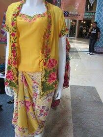 yellow kebaya betawi