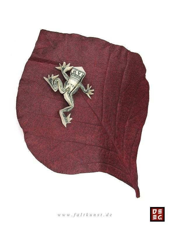 Mein Origami Laubfrosch aus einem echten Dollarschein. Eigenes Design. Designed and folded by me from a dollar bill. My website: