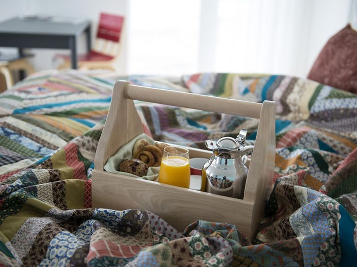 Love this idea for weekend guests -- a little breakfast in bed!