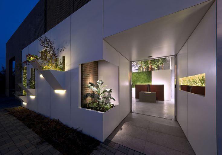 atelier KUU brings mountain tranquility to salon in kobe - designboom