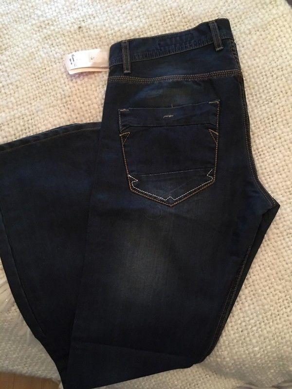 Jean bleu brut Armani droit neuf avec étiquette  de marque Armani. Taille 40 / L à 55.00 € : http://www.vinted.fr/mode-hommes/jeans-coupe-droite/55239397-jean-bleu-brut-armani-droit-neuf-avec-etiquette.