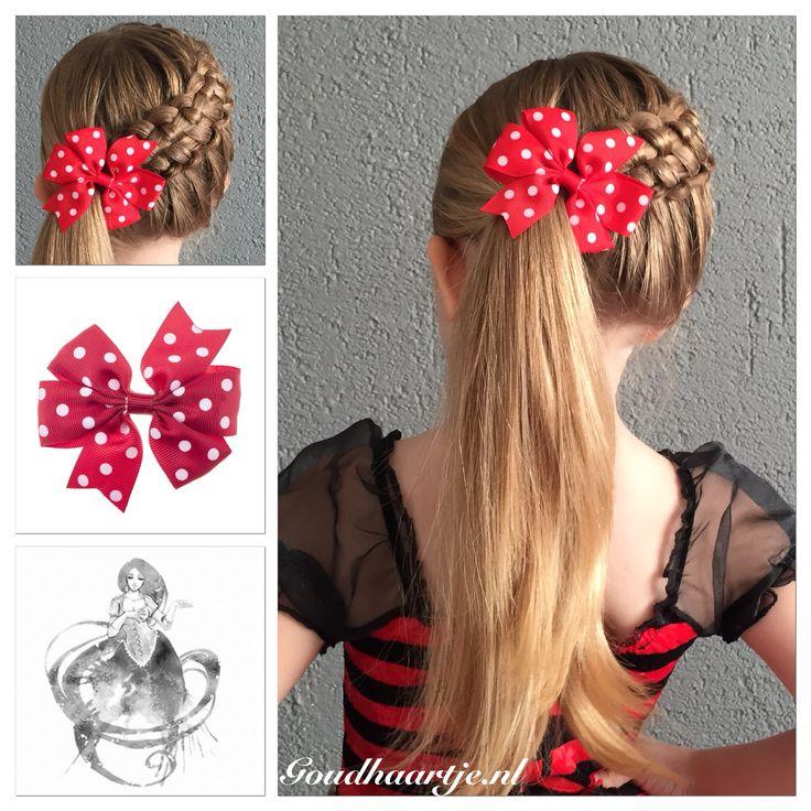 Zipperbraid into a high ponytail with a cute bow from Goudhaartje.nl   #zipperbraid #braid #ponytail #longhair #hair #hairstyle #bow #hairbow #hairaccessories #beautifulhair #hairstylesforgirls #vlecht #staart #paardenstaart #langhaar #haar #haarstijl #strik #haarstrik #haaraccessoires #mooihaar #instabraid #goudhaartje
