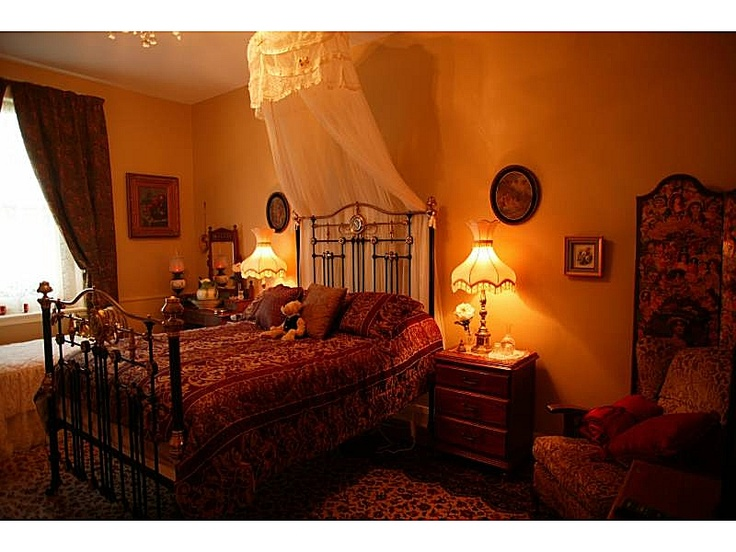 Blakes Manor offers luxurios accommodation in Deloraine, north-west Tasmania. #Deloraine #Tasmania  www.ozehols.com.au/7871