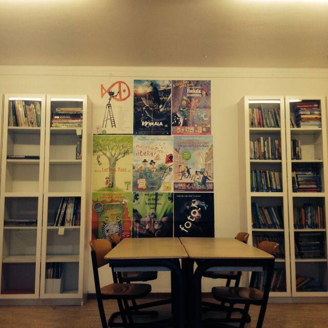 De schoolbibliotheek versierd met gratis posters van de KBW. Ziet er gelijk een stuk vrolijker uit.