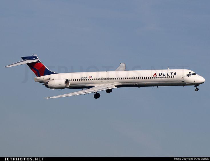 Delta Air Lines McDonnell Douglas MD-90-30