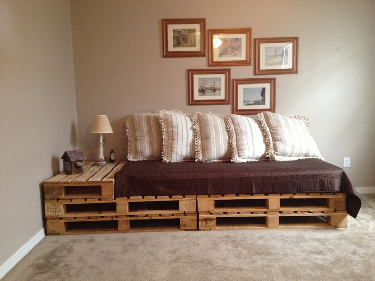 Pallet sofa/bed, I like the side table addition