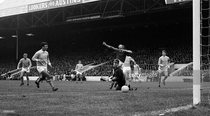 Bobby Charlton scores against Man City at Maine Road Jan 1969