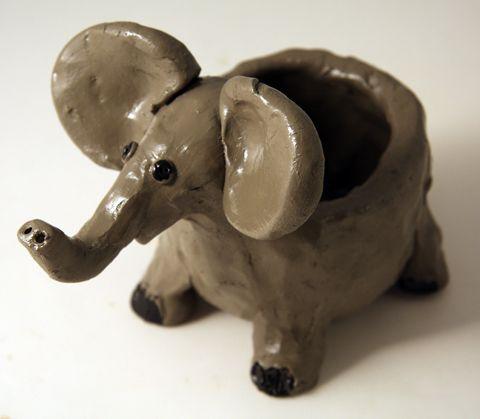 Pinch pot elephant