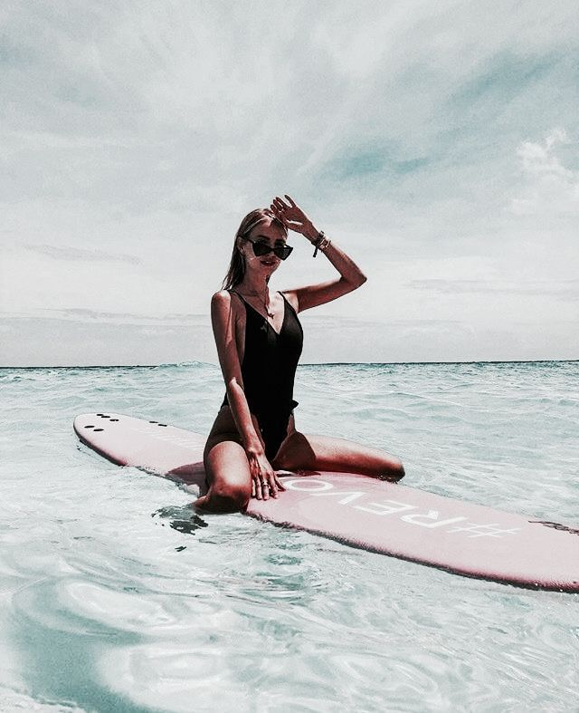 Surfando no oceano. Um dia na praia. #seabeachhotphoto   – Tumblr