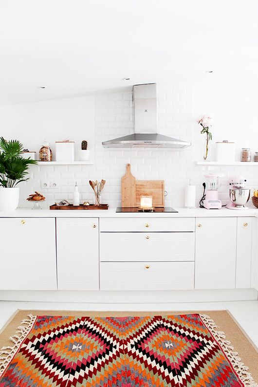 a very feminine french kitchen / sfgirlbybay