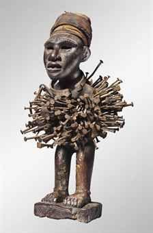 STATUETTE KONGO, NKISI KONGO POWER FIGURE, NKISI République Démocratique du Congo  Hauteur: 32.4 cm. (12 ¾ in.)