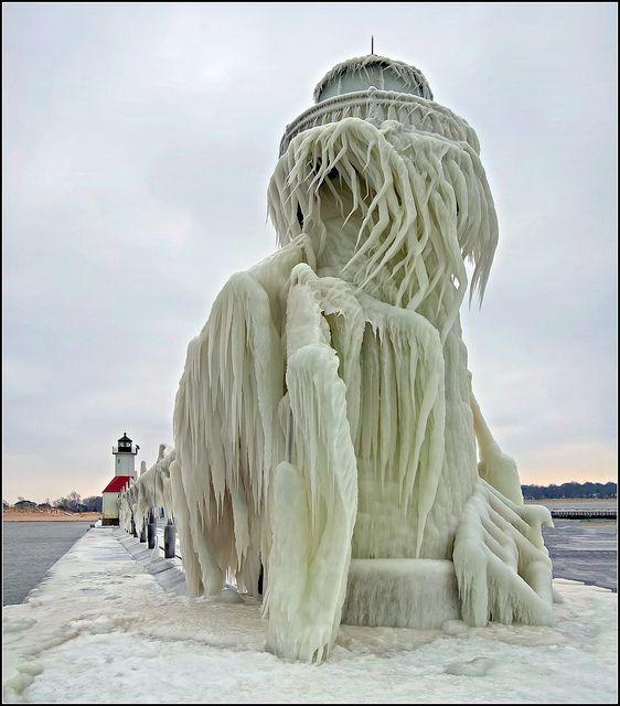 ✯ Frozen Lighthouse - St Joseph, Michigan