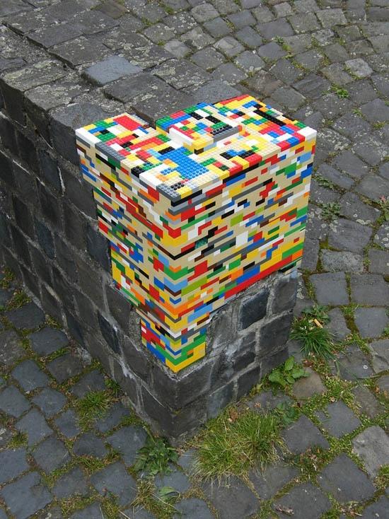 Et s'il fallait un jour demander à nos enfants de réparer notre planète ! / Mur en Lego. / Lego wall. / By Jan Vormann.