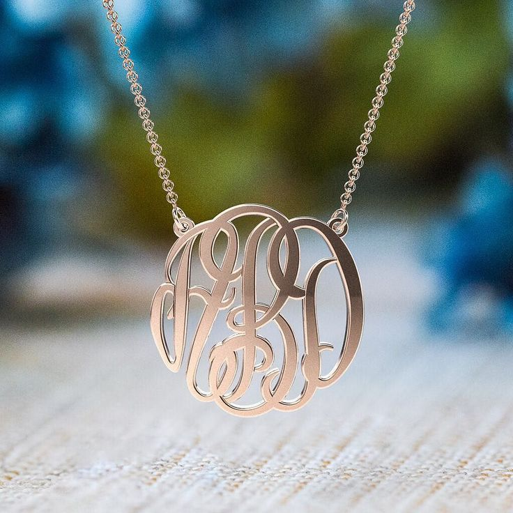 Give the gift of signature style! Order a personalized monogram pendant TODAY and get it in time for Christmas! (US & CA) Available in sterling silver solid 10K and 14K white yellow and rose gold. Shop now at the link in our bio! . . #jewelry #monogram #personalizedgift #cute #gold #rosegold #necklace #names #unique #custommade #lastminute #onlineshopping #christmas #christmasgifts #holidayhttp://jwl.io/c83c6