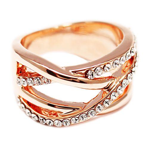 Anello in oro rosa II. Disponible en tallas internacionales: 6, 7, 8 y 9.