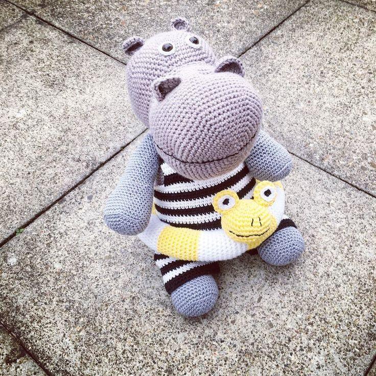 was die Omi alles so zaubert. Mann ich will auch die Zeit fürs Häkeln haben.  #häkeln #diy #hippo #nilpferd #kuscheltier