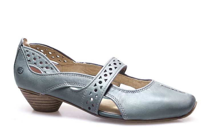 Wear the daytime look all night. These would be great at an outdoor summer wedding!