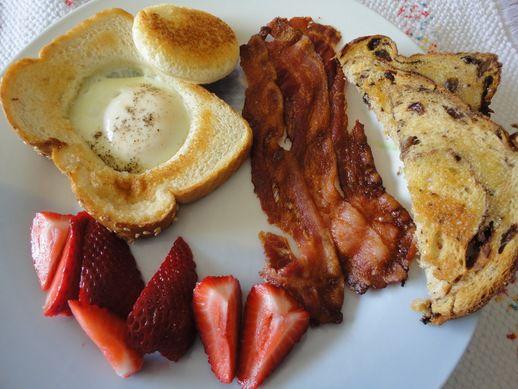 Nouvelle #recette sur le site: le traditionnel #oeuf #bacon avec une touche de fantaisie. 🍳