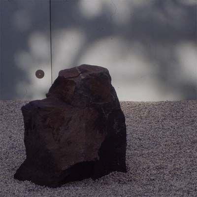 KONSTHALLEN HISHULT trädgårdsanläggning/japanese style garden - stones and blastered glass wall by Kastrup Sjunnesson architects