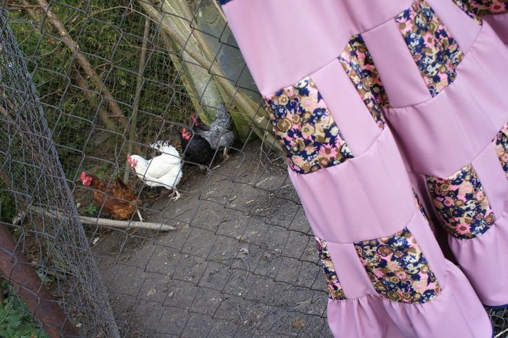 Letní+volánová+patchworková+sukně+Róza+Dlouhá+volánová+patchworková+sukně+je+ušita+z+krásné+nové+starorůžové+šatovky+a+z+recy+květované+látky.+Sukně+je+volného+střihu,+v+pase+na+gumu.+Tento+střih+lahodí+téměř+každé+postavě,+protože+horní+část+sukně+je+elastická.+Velikost+sukně+je+38-42,+záleží+jen+na+obvodu+pasu+a+boků.+Délka+sukně+98+cm,+guma+v...