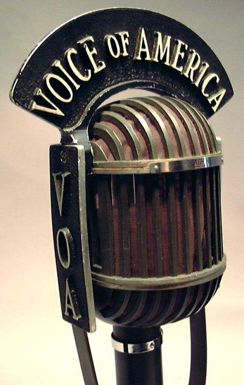 chrystalines75:  1940s microphone byloudspeaker.
