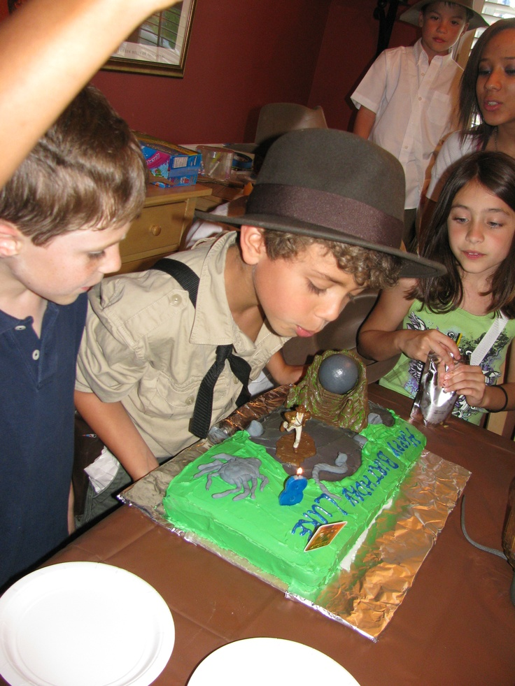 indianjones birthday party invitations%0A Indiana Jones Party cake