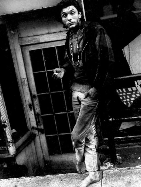 La poderosa fotografía callejera del Maestro Leon Levinstein