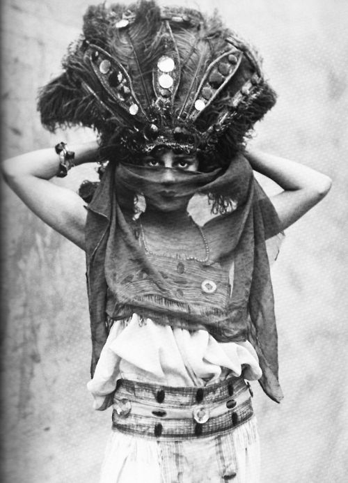 Zelda Boden circus performer 1910's I love the head accessory with the feathers and sequins