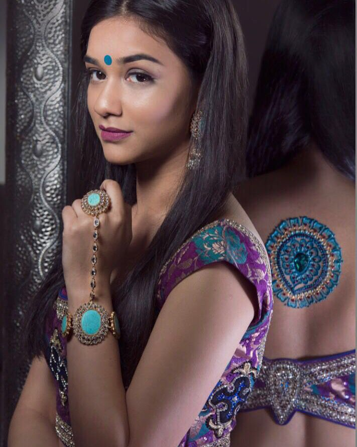 ✨Proud to announce that Nishel Creations Henna is also in YPBD Mag this Spring!✨ ✨Download your FREE issue here: www.yourpersonalbridaldreams.com  Thank you to a wonderful team at @ypbdmag  Jewels: @nishel_creations  Model: @justhannnahh  MUA: @sheulytpp  Blouse: @poppy.lane.to Photography: @gndphotos  #magazine #frontcover #feature #bridaldreams #ypbdmag #nishelcreations #nisheljewellery #magazine #magcover #indianjewellery #jewels #jewellery #bridaljewellery #asianjewellery #asianbridr…