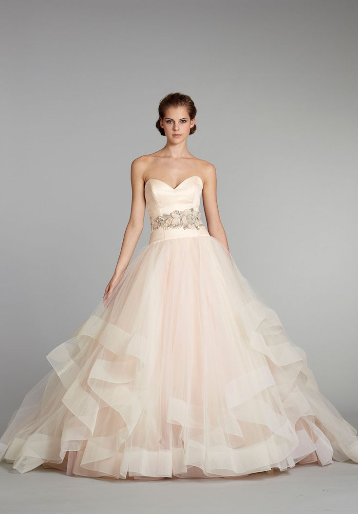 Blush Champagne wedding dress with structured bottom trim.  香檳色婚紗