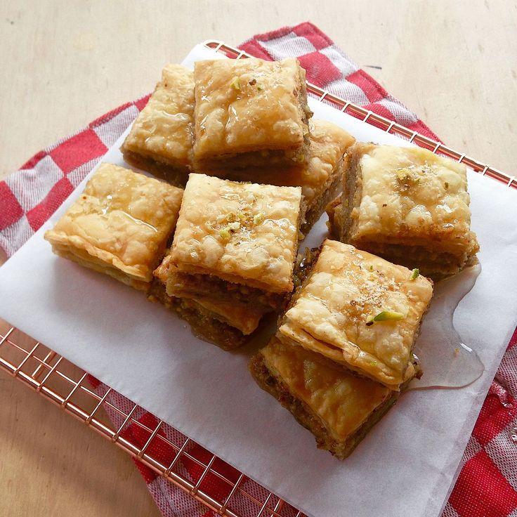 Superzoet en heel lekker. Met Bladerdeeg kun je ook heerlijke baklava maken. In dit recept lees je hoe je dat doet.