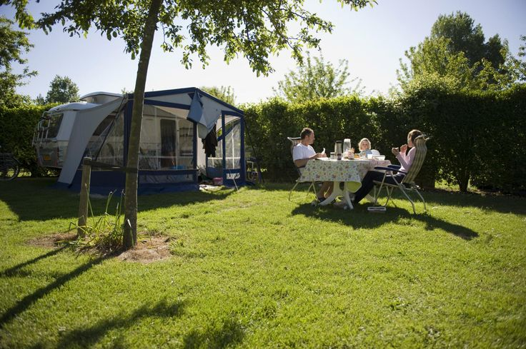 Ons Buiten Comfort / Comfort Dreumes  Deze mooie kampeerplaatsen zijn ruim en ook nog eens kindvriendelijk. Er is altijd een speeltuintje in de buurt.  EUR 182.00  Meer informatie  #vakantie http://vakantienaar.eu - http://facebook.com/vakantienaar.eu - https://start.me/p/VRobeo/vakantie-pagina