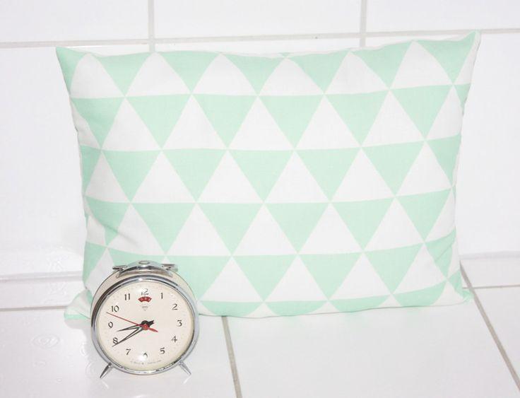 Kissen & -Bezüge - Kissen mint Retro Dreiecke skandinavisches Muster - ein Designerstück von Handmade-Erzgebirge bei DaWanda