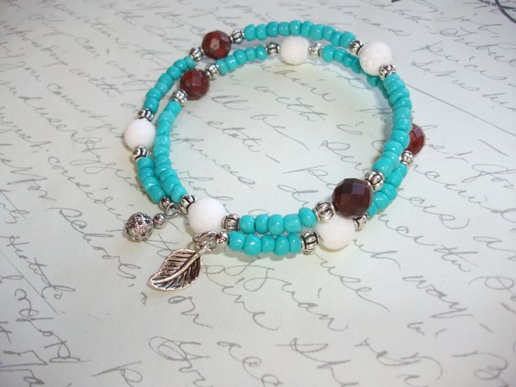Turquoise memory wire bracelet with white coral and red jasper beads de la boutique BijouxdeBrigitte sur Etsy
