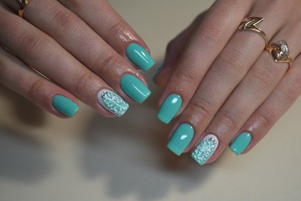 You can get beautiful nails even if you don't have long nails. A bright mint color lacquer, remindful of freshness and spring greens, will be an excellent