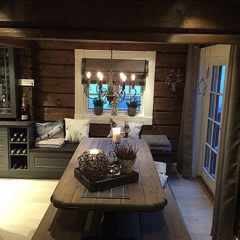 Med ønske om en fin lørdag til dere alle #norway #håndlaft #tømmerhytte #cottage #cabin #interior #interior123 #interior2you #interior4all #interior4you1 #hytteliv #hytteinteriør #hyttemagasinet #hytteinspirasjon #hyttekjøkken #123hytteinspirasjon #mynorwegianhome #interiorandliving #interiorandgarden #interiorandhome