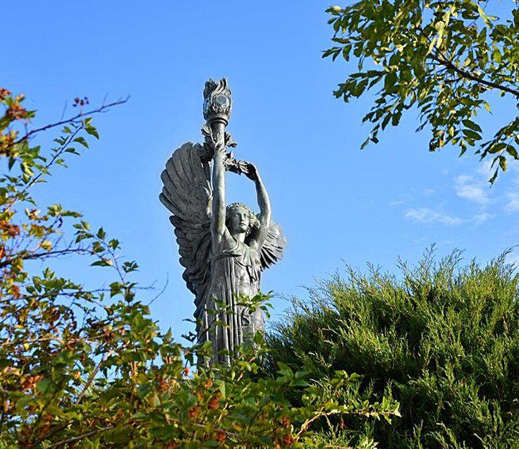 Da Tre Petre Piu La Porta Scultura : Più di fantastiche idee su statua della vittoria alata