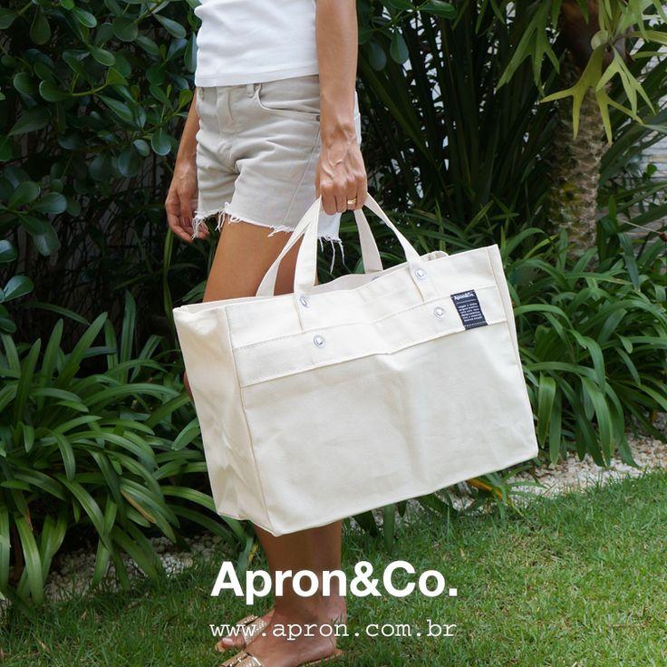Desenvolvida em lona locomotiva, a Work Bag é um item essencial no dia a dia. Vai desde a oficina até a feira, praia, academia ou viagem. Ideal para ter sempre no carro!