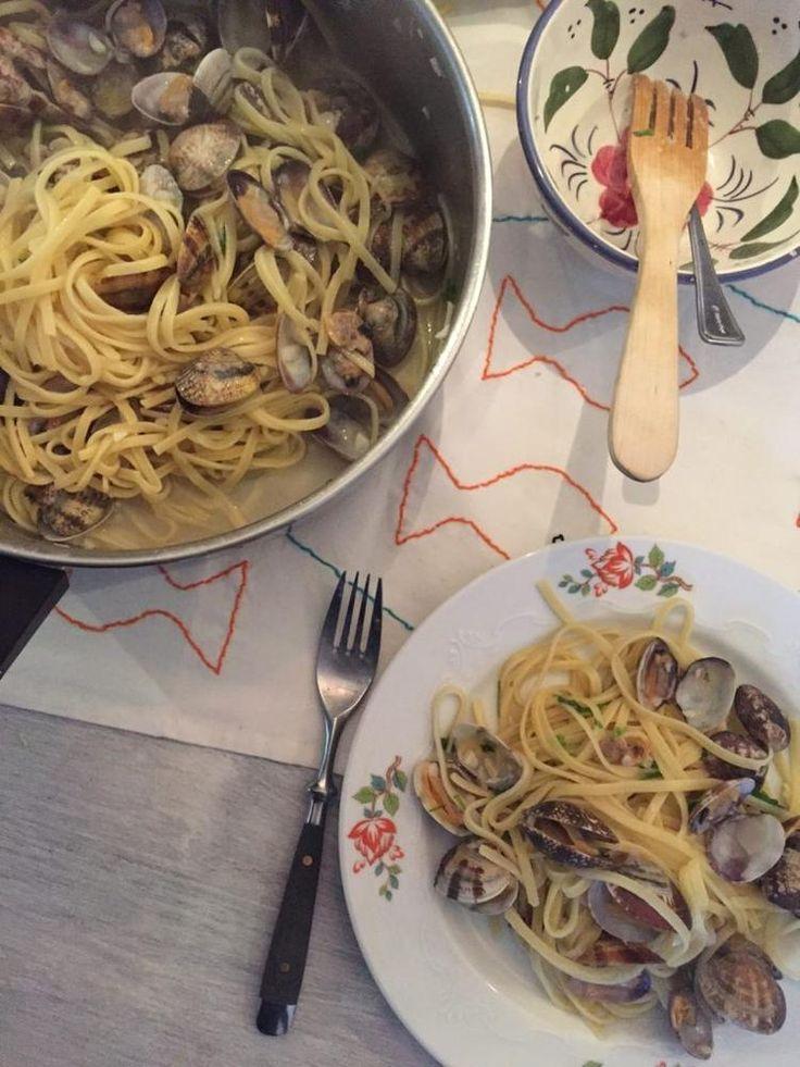 Maak me blij en geef pasta met schelpjes! Kokkels of ook wel vongole! Het recept voor de pasta met kokkels staat op de blog - Recept van foodblog Foodinista